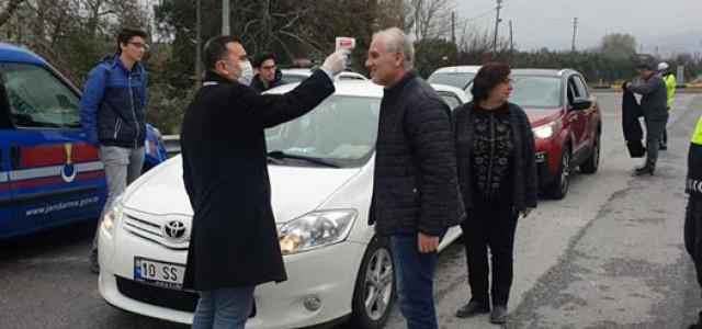 Kırkağaç'ta sürücü ve yolculara ateş ölçümü