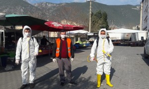 Salı Pazarı'nda ekipler temizlik yaptı